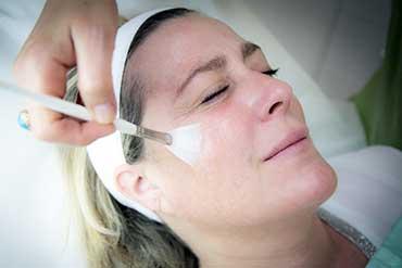 Peeling du visage à Paris 9 - Dr Benamor, dermatologie et médecine esthétique à Paris 75